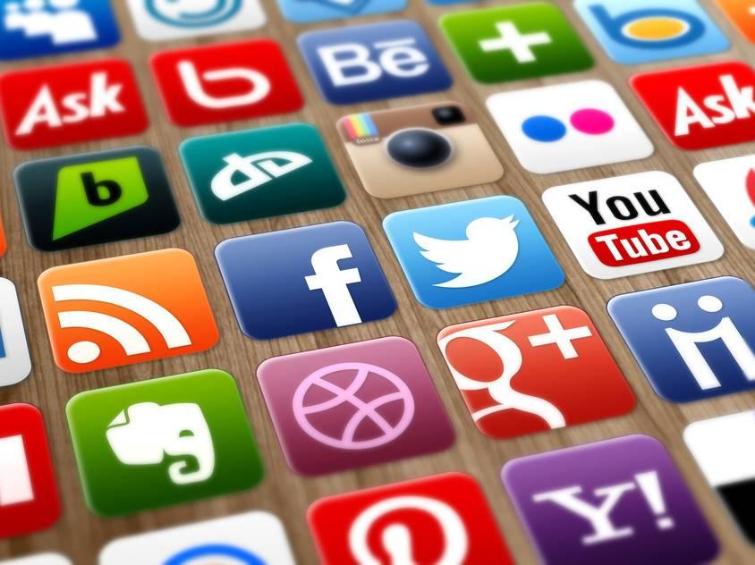 Qual a importância de manter os canais de comunicação atualizados?